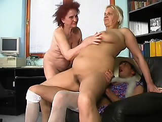 Experienced milf shows young girlfriend how to...